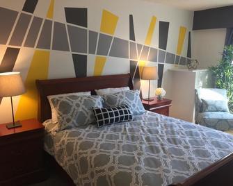 Hamilton Hotel - Williams Lake - Bedroom