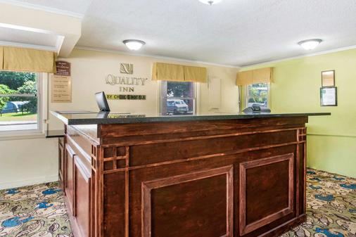 Quality Inn - Barre - Front desk