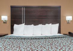 Days Inn by Wyndham Maumee/Toledo - Maumee - Κρεβατοκάμαρα