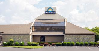 Days Inn by Wyndham Maumee/Toledo - Моми