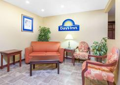 Days Inn by Wyndham Maumee/Toledo - Maumee - Σαλόνι ξενοδοχείου