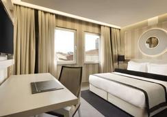 Ramada Hotel & Suites by Wyndham Istanbul Sisli - Estambul - Habitación