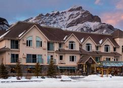 Irwin's Mountain Inn - Banff - Edificio