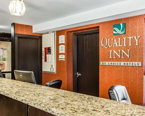 Quality Inn & Suites - Columbia - Front desk