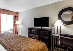 Quality Inn & Suites - Columbia - Bedroom
