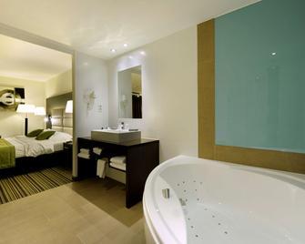 Van Der Valk Hotel Charleroi Airport - Charleroi - Schlafzimmer