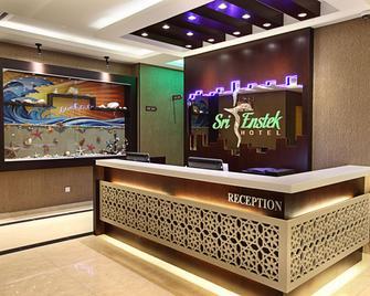 Sri Enstek Hotel - Sepang - Front desk