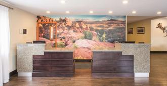 La Quinta Inn & Suites by Wyndham Moab - Moab - Front desk
