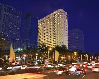 Diamond Hotel Philippines - Manila - Gebäude