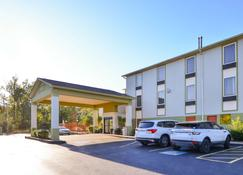Americas Best Value Inn and Suites Clinton Jackson - Clinton - Building