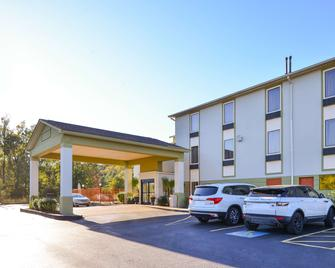 Americas Best Value Inn and Suites Clinton Jackson - Clinton - Building