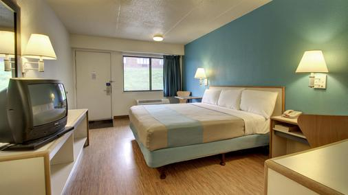 錫達拉皮茲六號汽車旅館 - 錫達拉皮茲 - Cedar Rapids - 臥室