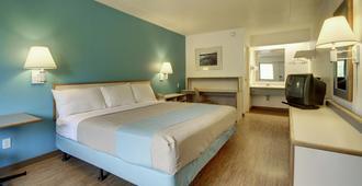Motel 6 Cedar Rapids - Cedar Rapids - Bedroom