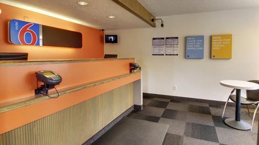 錫達拉皮茲六號汽車旅館 - 錫達拉皮茲 - Cedar Rapids - 櫃檯