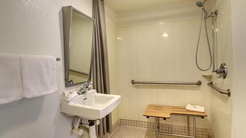 錫達拉皮茲六號汽車旅館 - 錫達拉皮茲 - Cedar Rapids - 浴室