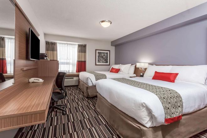 Microtel Inn & Suites by Wyndham Kirkland Lake - Kirkland Lake - Bedroom
