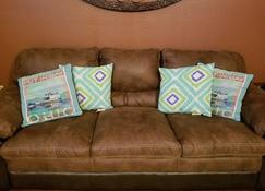 Waterfront Vacation Rental - Bay Saint Louis - Living room