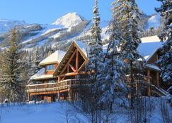 Vagabond Lodge At Kicking Horse Resort - Golden - Building