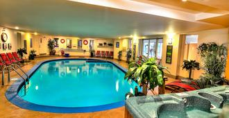 Hotel Motel Le Chateauguay - קוויבק סיטי - בריכה