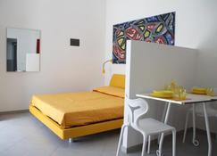 Iride Guest House - Oristano - Bedroom