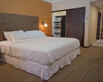 Four Points by Sheraton Saltillo - Салтілло - Bedroom