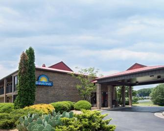 Days Inn by Wyndham Fort Payne - Форт-Пейн - Building