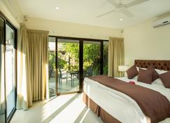 First Landing Beach Resort & Villas - Viseisei - Bedroom