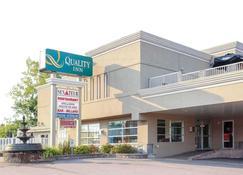 Quality Inn Mont-Laurier - Mont-Laurier - Building