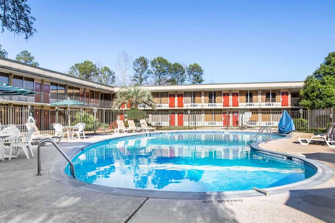 Quality Inn - Americus - Pool