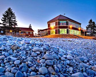 White Point Beach Resort - Liverpool - Будівля