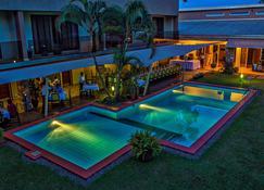 أوربان باي سيتي بلو، كامبالا - كامبالا - حوض السباحة
