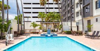 坦帕西岸機場區假日酒店 - 坦帕 - 坦帕 - 游泳池