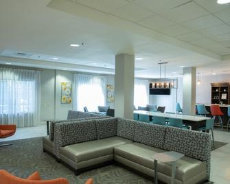 Holiday Inn & Suites Raleigh-Cary (I-40 @walnut St) - Cary - Lounge