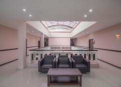 RedDoorz Plus @ Tanjung Pandan Belitung 2 - Tanjung Pandan - Lounge