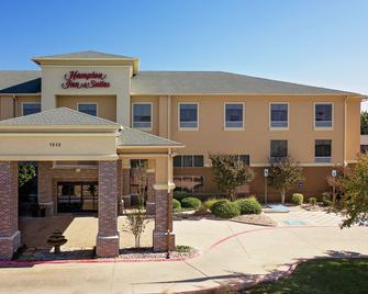 Hampton Inn & Suites Denton - Denton - Building