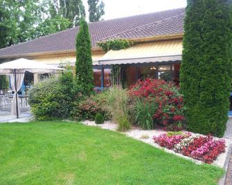 Hôtel Des Dhuits - Colombey-les-Deux-Églises - Outdoors view