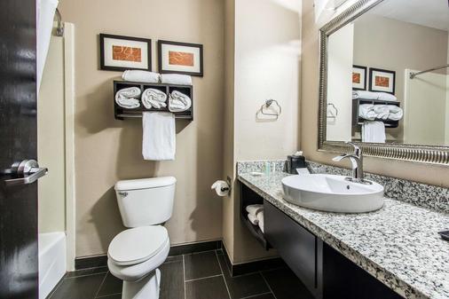 Comfort Suites Fairgrounds West - Oklahoma City - Phòng tắm