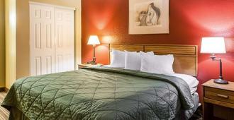 Rodeway Inn East - Albuquerque - Phòng ngủ