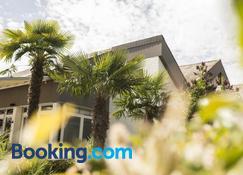 Self-Check-In Riviera - Spiez - Building