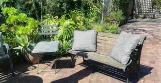 Jaqui's Garden Guesthouse - Cape Town - Patio