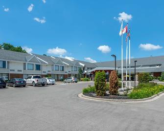 Quality Inn & Suites - Brampton - Gebouw