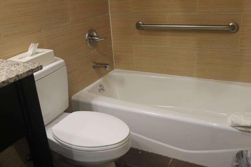 Days Inn by Wyndham Brooklyn Borough Park - Brooklyn - Phòng tắm