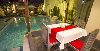 The Taman Sari Resort Legian - Hostel - Kuta - Pool