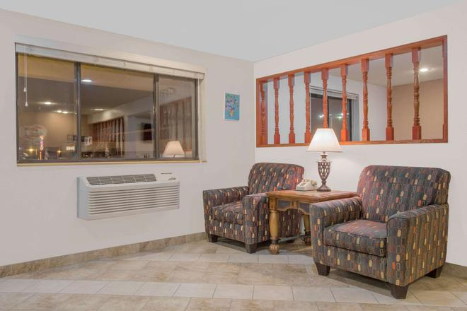 Super 8 by Wyndham Winnemucca NV - Winnemucca - Living room