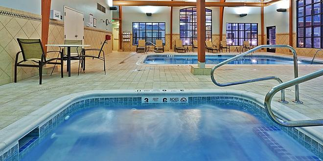 Hawthorn Suites by Wyndham Williamsville Buffalo Airport - Williamsville - Pool
