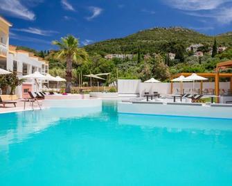Blue Style Resort - Самос - Pool