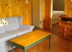 1000 Island Condo Getaway - Gananoque - Living room