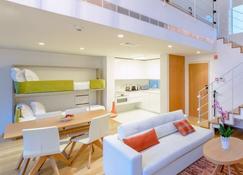 Martinhal Lisbon Cascais Family Hotel - Cascais - Living room