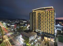 Ramada by Wyndham Jeonju - Jeonju - Building