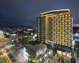 Ramada Jeonju - Jeonju - Gebäude